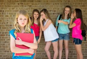 How to deal and prevent bullysm and cyberbullysm in school